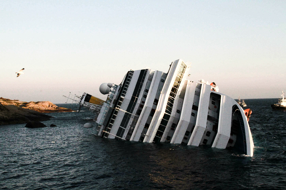 Costa Concordia: Wrecked cruise ship floating again - CNN