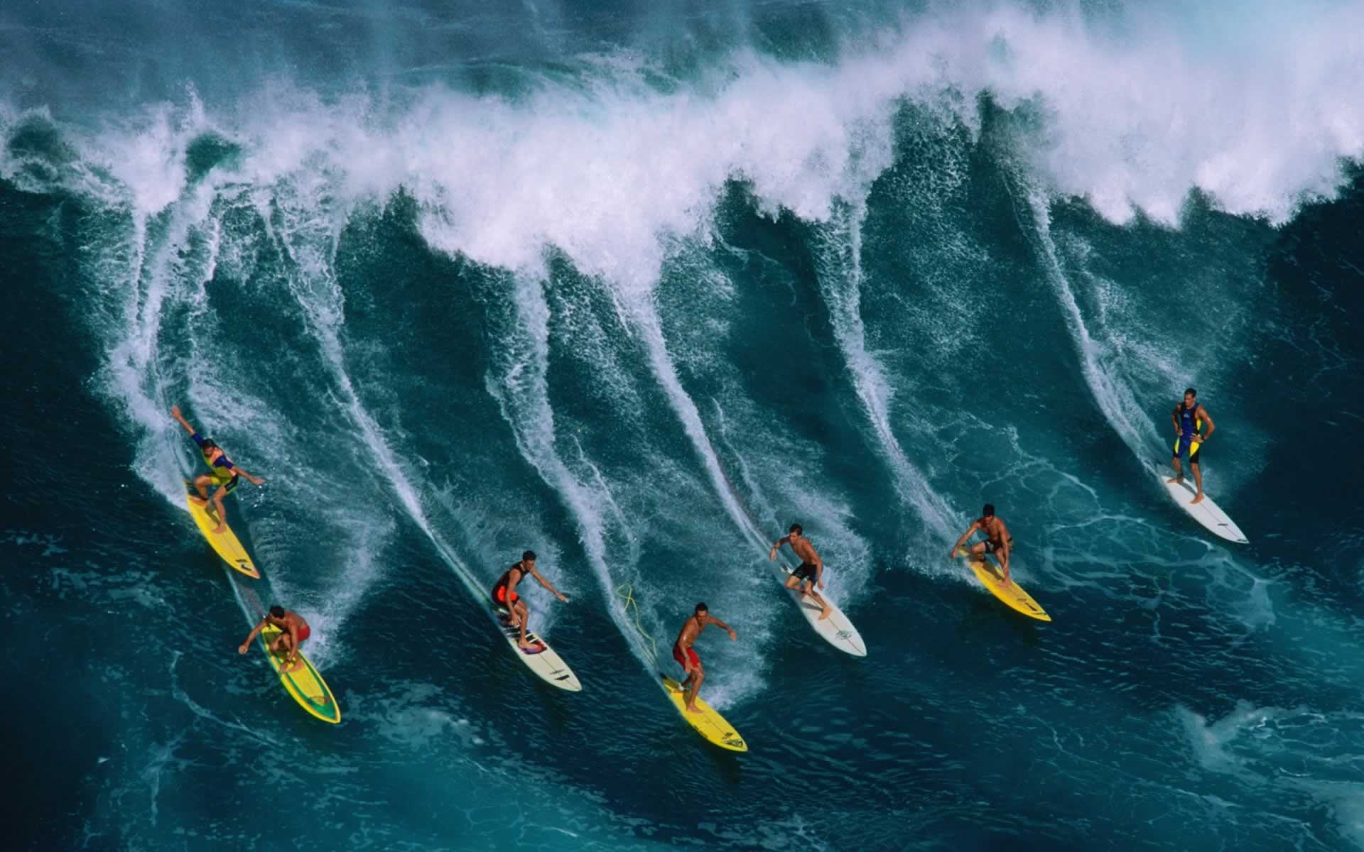 Surfer at Twilight, Hawaii бесплатно