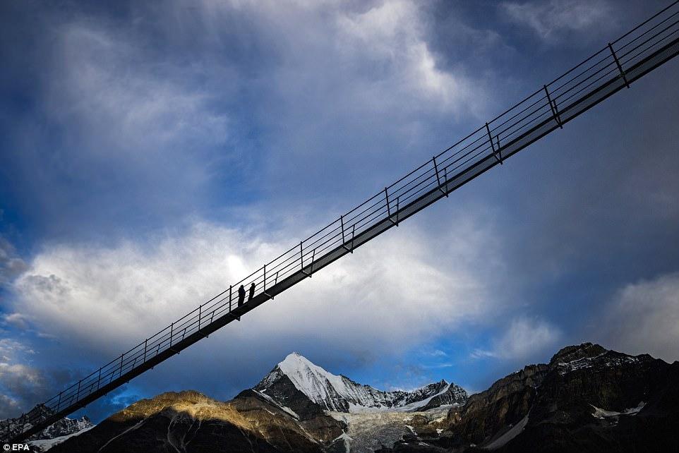 Подвесные мосты в горах фото