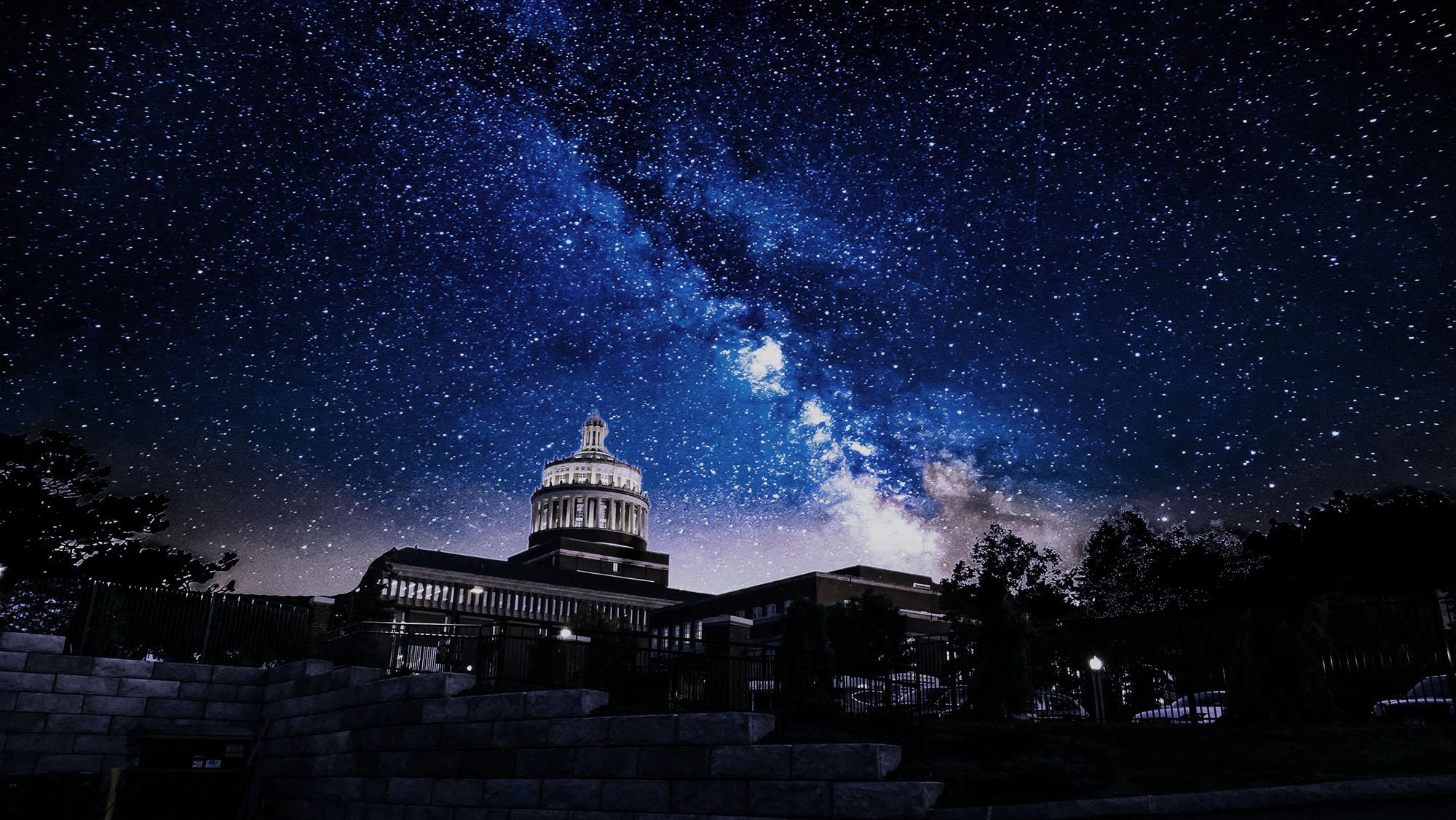 ab05b936e176 Там найдешь лучшее время наблюдения для каждого метеорного потока с учетом  фазы луны и радианта (место на звездном небе, которое выглядит источником  ...