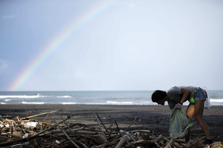На Бали появилась инсталляция из выброшенных шлепанцев На Бали появилась инсталляция из выброшенных шлепанцев 04 05 POTATO HEAD363 1500x1000