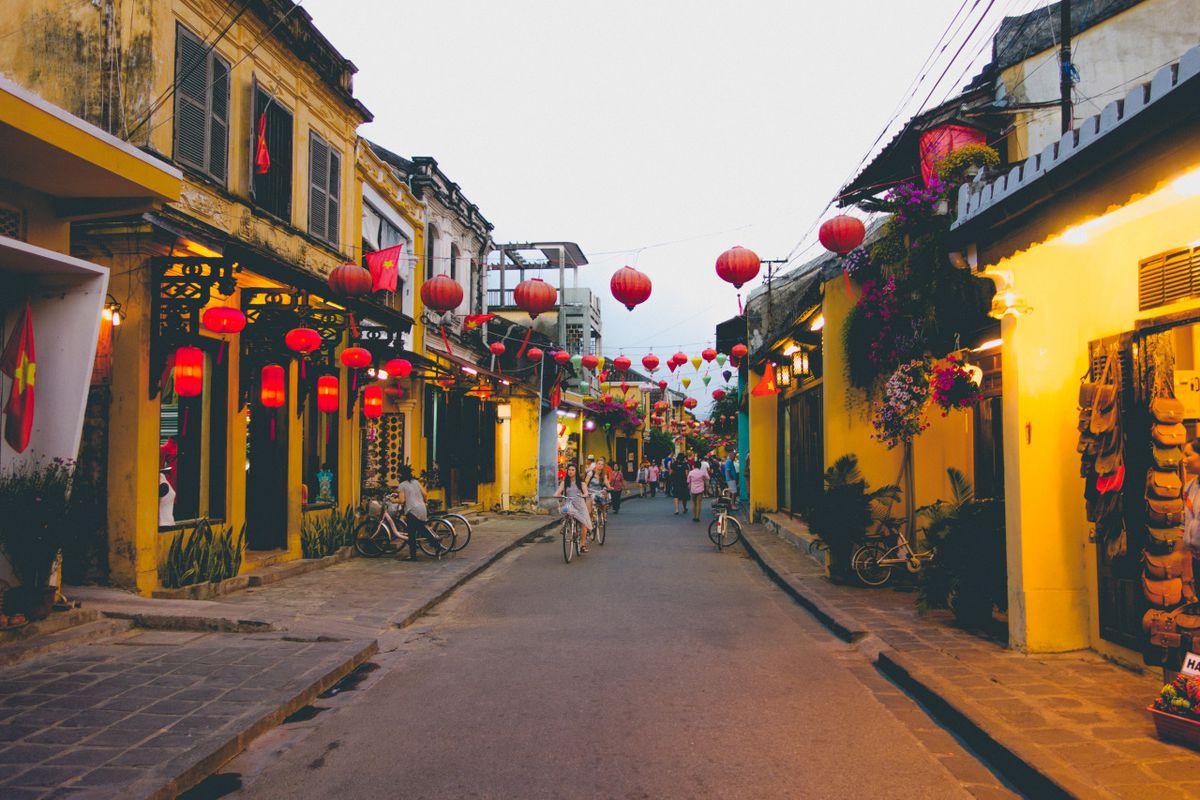 8 крутых природных мест Вьетнама 8 крутых природных мест Вьетнама lanterns hoi an danang vietnam travel solo image 1