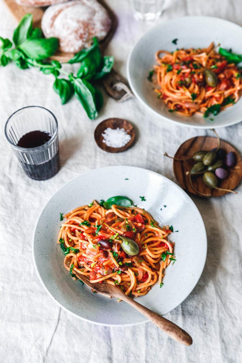 Гастрономические столицы Италии Гастрономические столицы Италии Vegane One Pot Spaghetti alla Puttanesca 6 800x1200