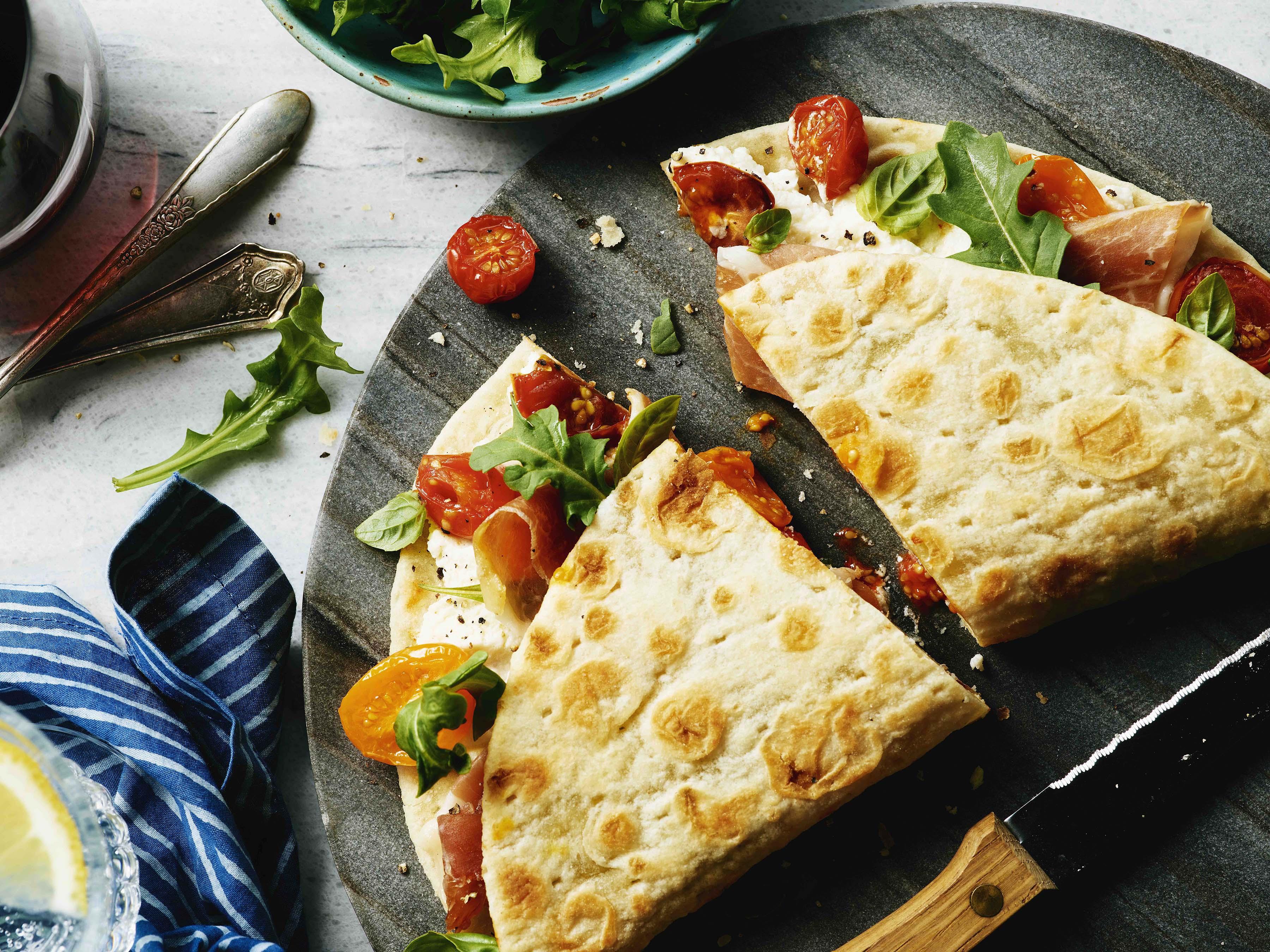 Гастрономические столицы Италии Гастрономические столицы Италии tomato arugula prosciutto sandwich
