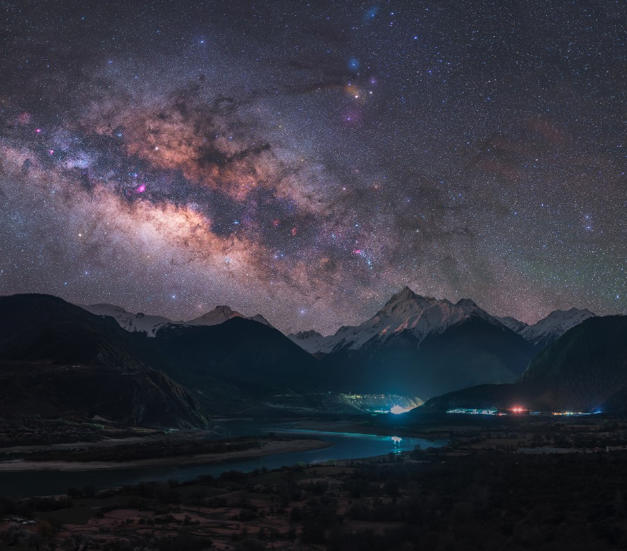 Лучшие астрономические фото года Лучшие астрономические фото года S32148 The 20picture 20of 20 20Duoxiongla 20mountain 20under 20the 20galaxy 20 C2 A9 20Tianhong 20Li