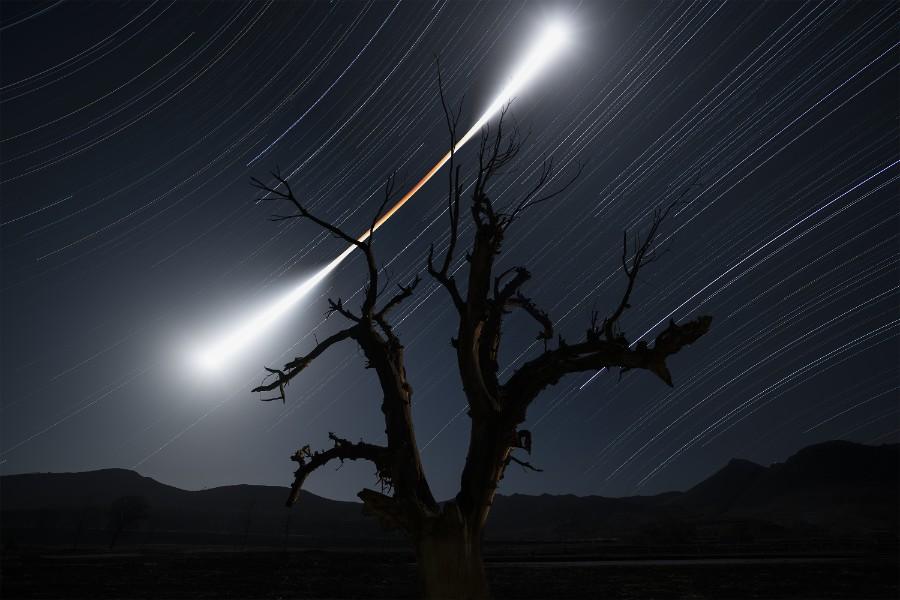 Лучшие астрономические фото года Лучшие астрономические фото года S37003 Eclipsed 20Moon 20Trail 20 C2 A9 20Chuanjin 20Su