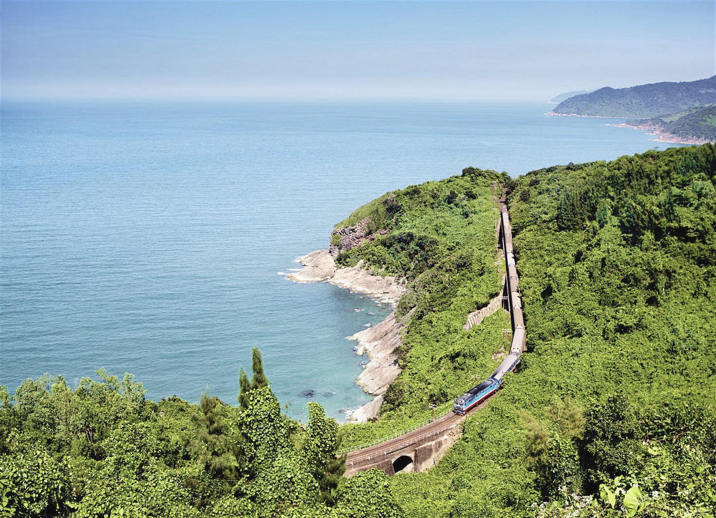 Названы 10 самых живописных ж/д-маршрутов в мире Самые живописные ж/д-маршруты в мире LPT1017 076 1 5ded6c68b744